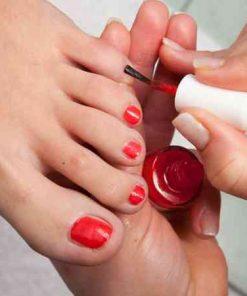 presso arte del benessere applicazione smalto piedi