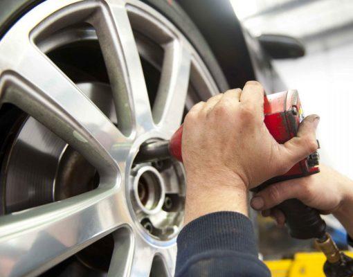 Autofriuli cambio pneumatici equilibratura controllo freni